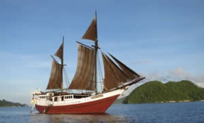 Indonesia Liveaboard Phinisi Ship